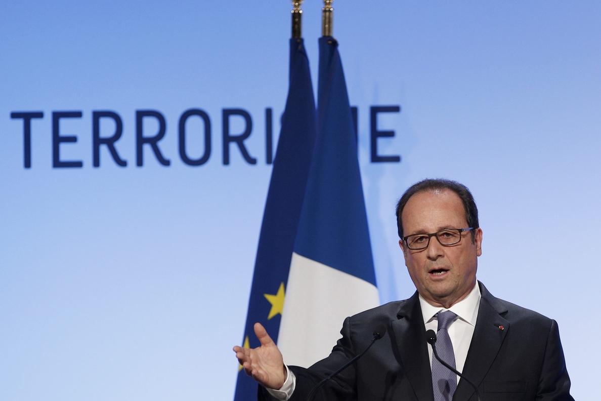 Hollande se erige en valedor del Estado de derecho frente al terrorismo