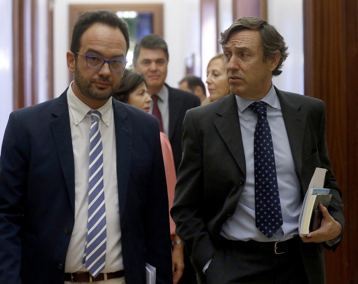 El PSOE califica de «cacicada» del PP impedir que De Guindos vaya al pleno
