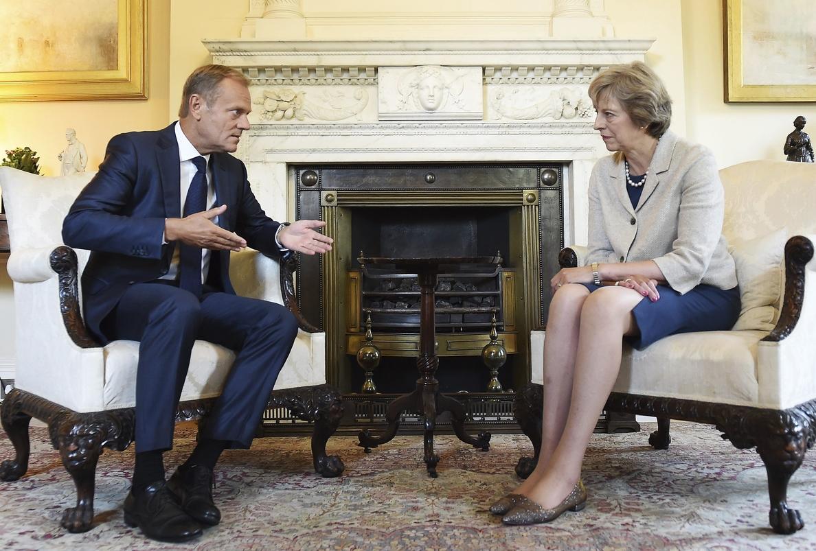 Tusk urge a May a empezar a negociar «lo antes posible» para el «brexit»