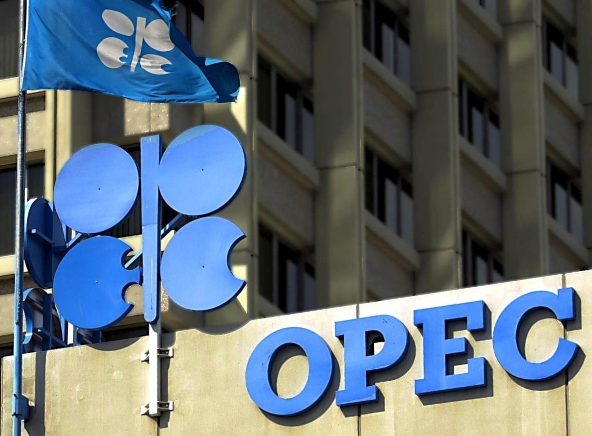 Desciende la producción de la OPEP y mejora la prevista para sus competidores