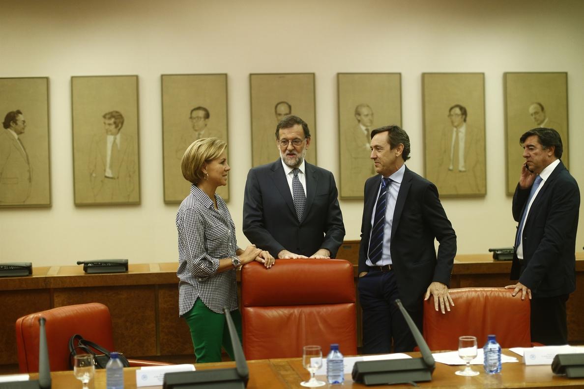 Rajoy destaca que Feijóo y Alonso generan confianza y seguridad, que se necesita en sus CCAA y «en toda España»