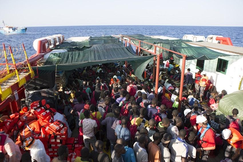 Save the Children rescata a 300 inmigrantes, incluidos 50 menores no acompañados, en el Mediterráneo