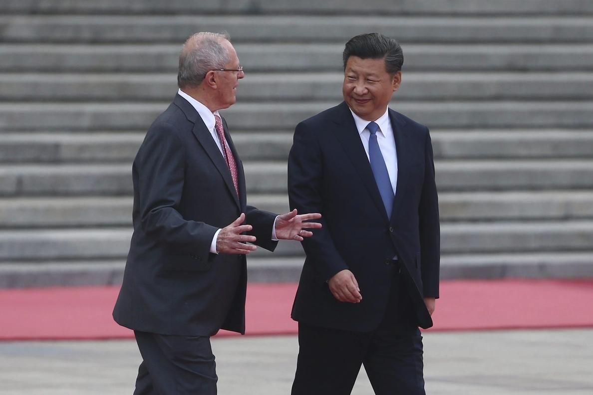 Kuczynski ofrece a China invertir en futura red de cercanías limeña