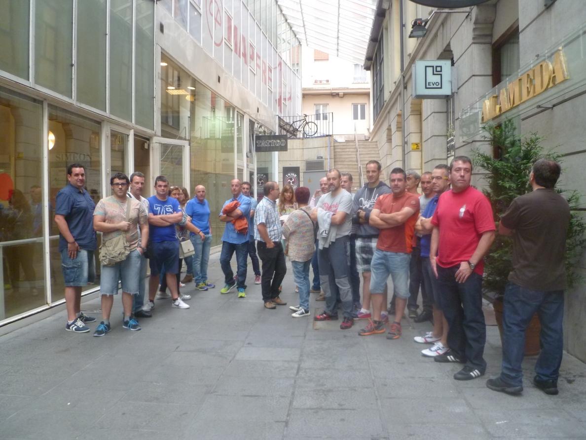 Trabajadores de Robert Bosch de Cantabria se concentran en el Orecla para exigir acuerdos concretos