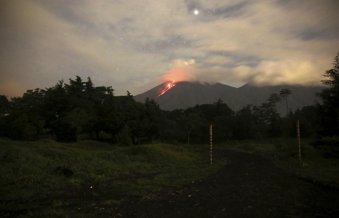 El Volcán de La Palma entra en fase explosiva y llega al centro de Todoque