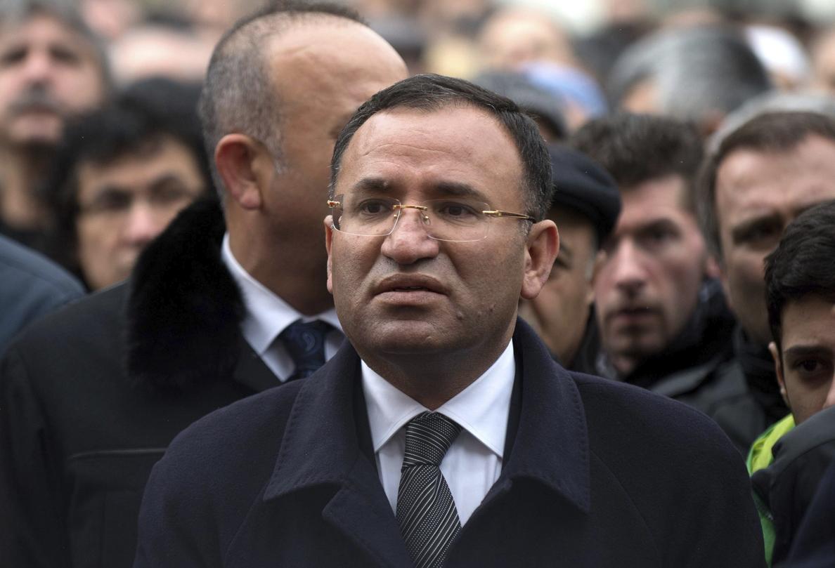 Turquía niega que haya 146 periodistas detenidos y reduce el número a tres