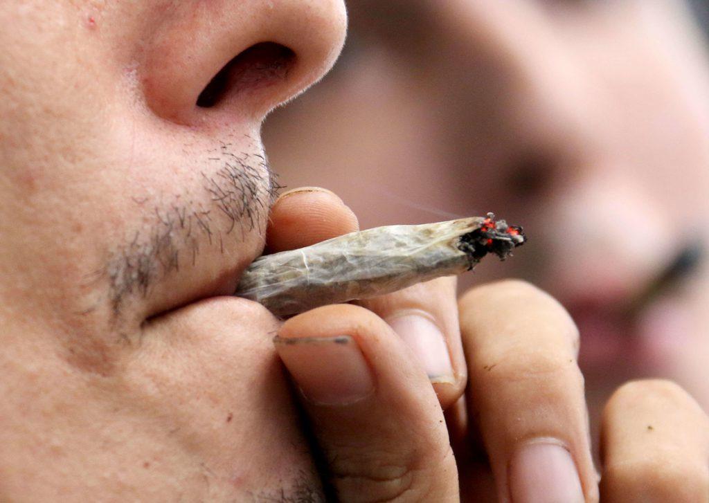 Fumar marihuana por placer ya es legal en toda la costa oeste de EE.UU.