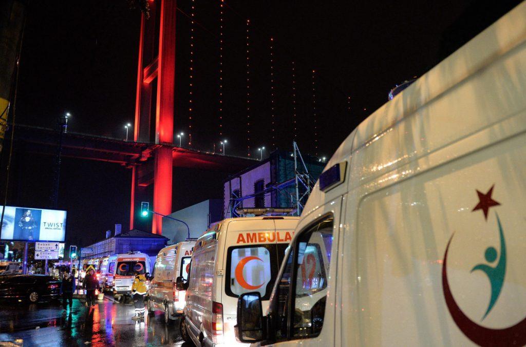 Sigue huido el atacante que mató a 39 personas en un club de Estambul