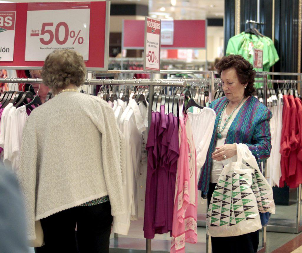 La venta de ropa cae el 3 % en 2016 y rompe con dos años en positivo
