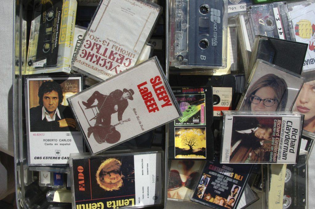 El CD agoniza, el vinilo está cada día más de moda y vuelven los casetes