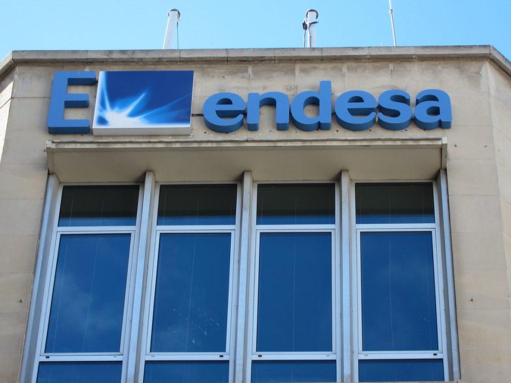 Endesa abona un dividendo de 0,7 euros como parte de su plan de elevar un 29% la retribución con cargo a 2016