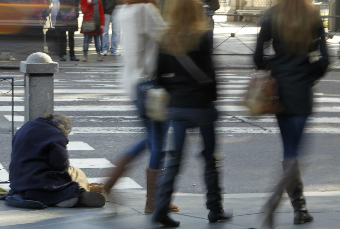 Un estudio eleva cifras oficiales de pobreza a casi 15 millones de españoles