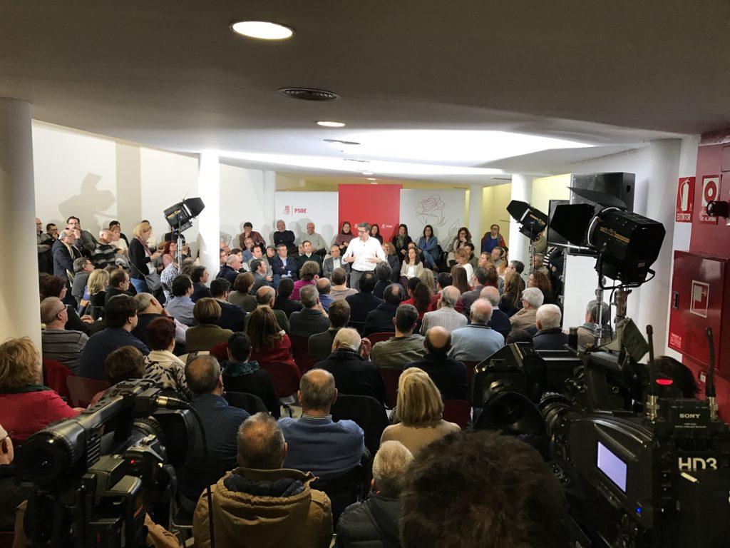 Patxi López dice que ningún candidato es un «traidor» y avisa: «Si nos seguimos gritando, no nos van a escuchar»
