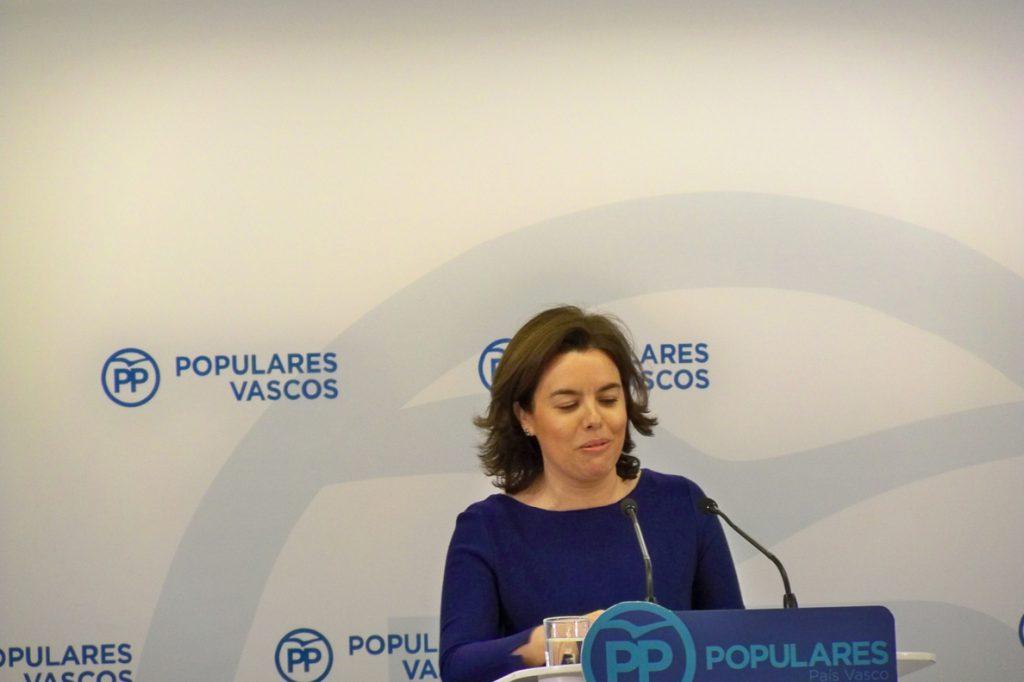Sáenz de Santamaría pide a Urkullu que se sume al «trabajo futuro» tras la Conferencia de Presidentes