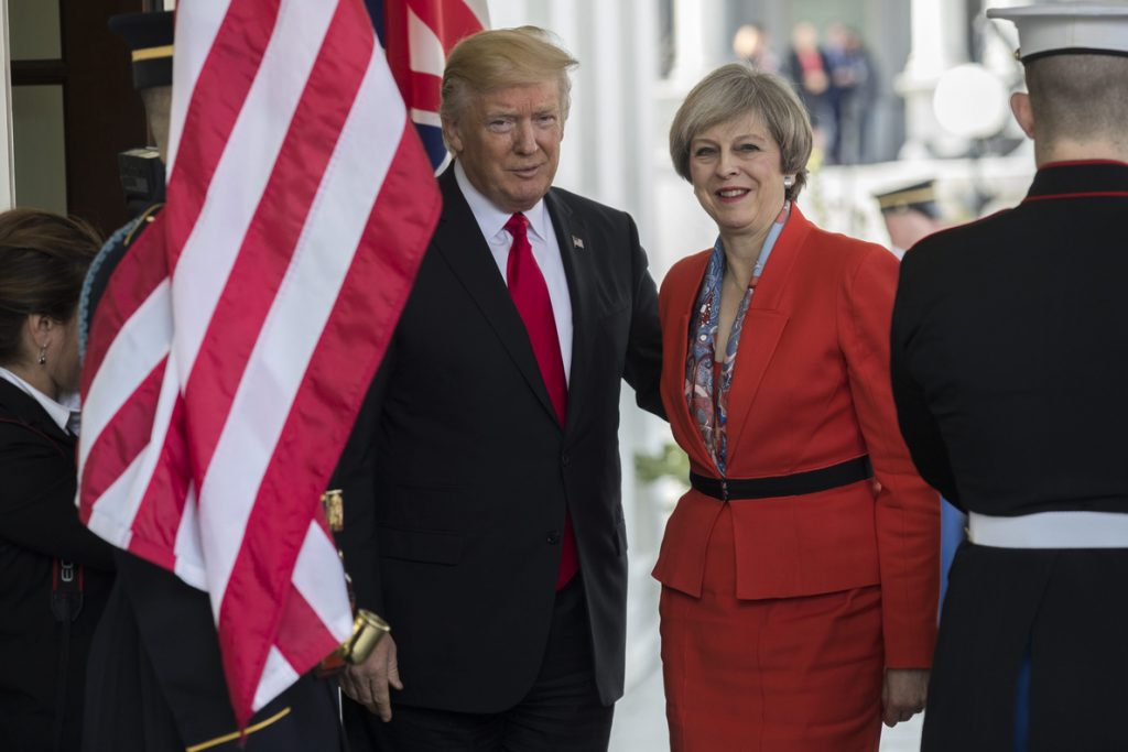 Theresa May asegura que Trump apoya a la OTAN «al 100 %»