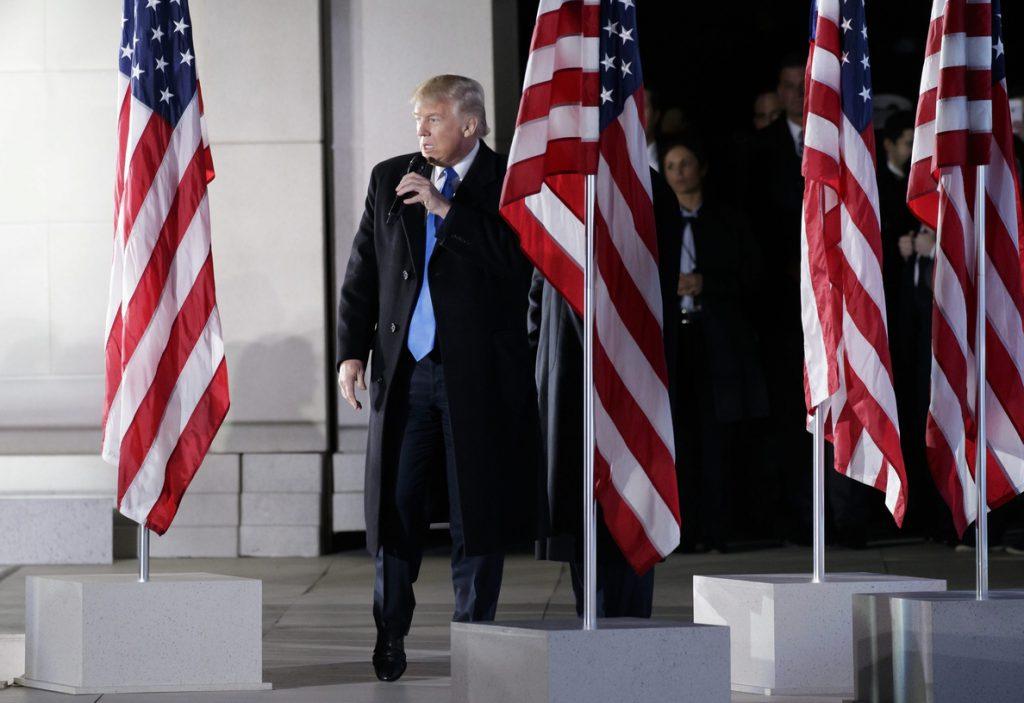 Trump firma una orden para proteger al país de «la entrada de terroristas»