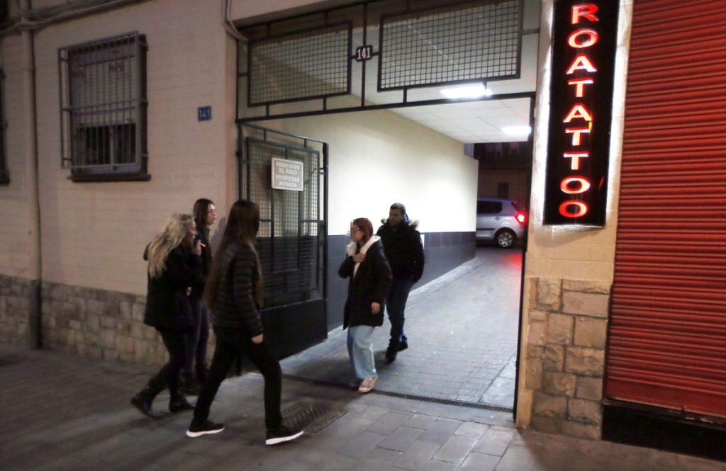 Mueren en Alicante un matrimonio y su hija aplastados por cientos de kilos de ropa