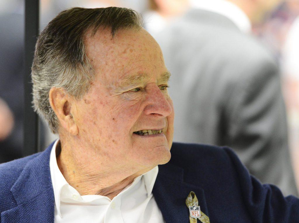 El expresidente Bush padre recibe el alta médica tras 16 días ingresado