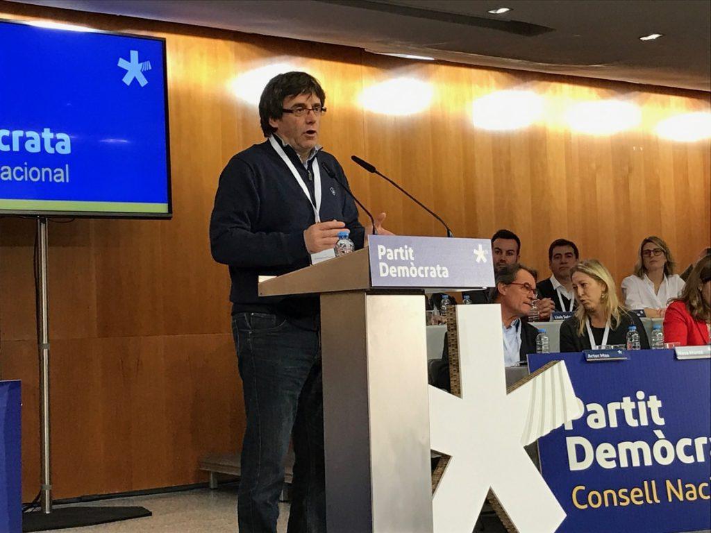 Puigdemont ironiza sobre el referéndum: «Lo hemos entendido, para hacer una tortilla hay que desprecintar los huevos»