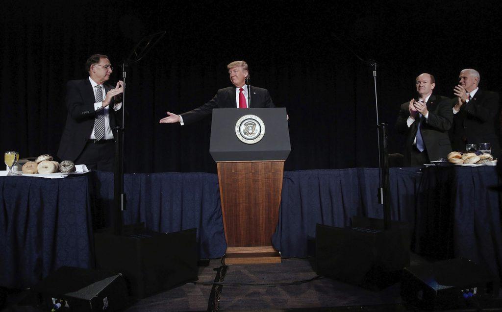 Trump insiste en su preocupación sobre el TLCAN y promete acelerar la renegociación