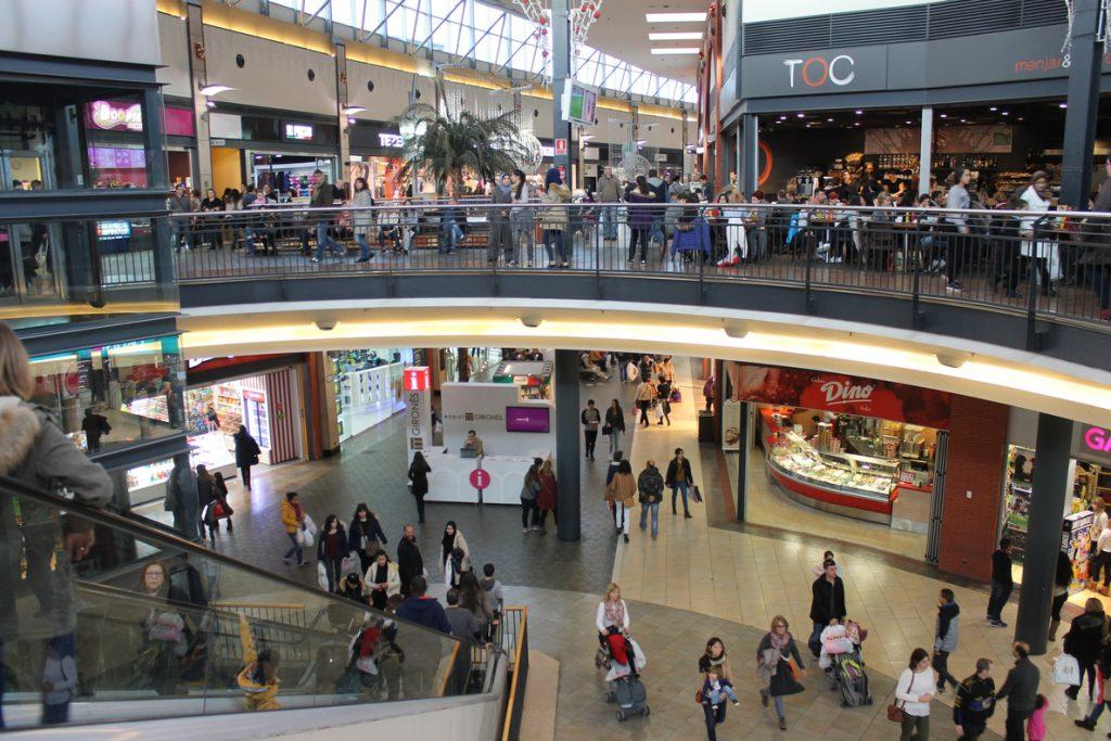 La afluencia a centros comerciales se dispara un 5,5% en enero, impulsada por las rebajas