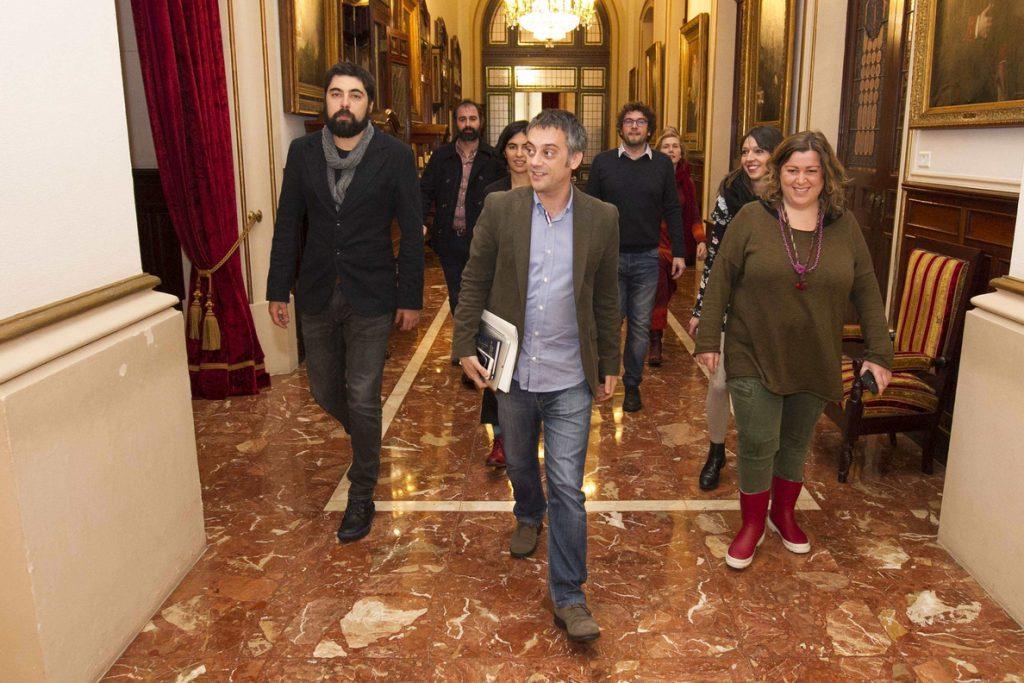 El alcalde de A Coruña pierde la cuestión de confianza vinculada al presupuesto al no apoyarle ni PSOE ni PP