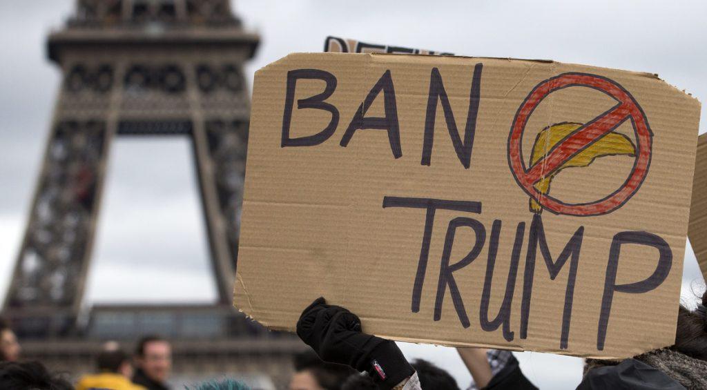 Unas mil personas protestan en París por el veto migratorio de Trump