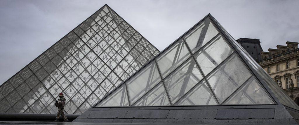 El agresor del Louvre rechaza hablar con los investigadores