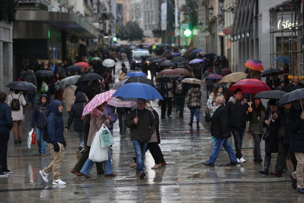 El recibo de la luz baja un 15% en apenas una semana gracias a la llegada de la lluvia y el viento
