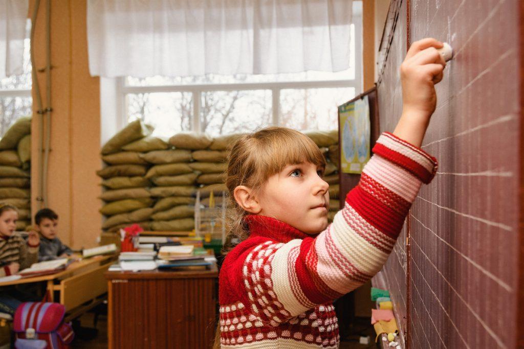 UNICEF y Save the Children denuncian el bombardeo de colegios en el este de Ucrania