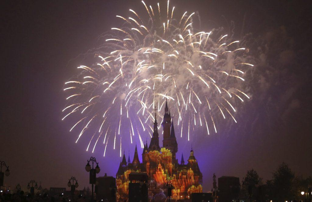 Disney gana 2.479 millones en su primer trimestre fiscal, un 14 % menos