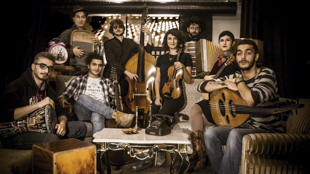 Guitarras, laúdes y un ukelele suenan contra la política migratoria de Trump