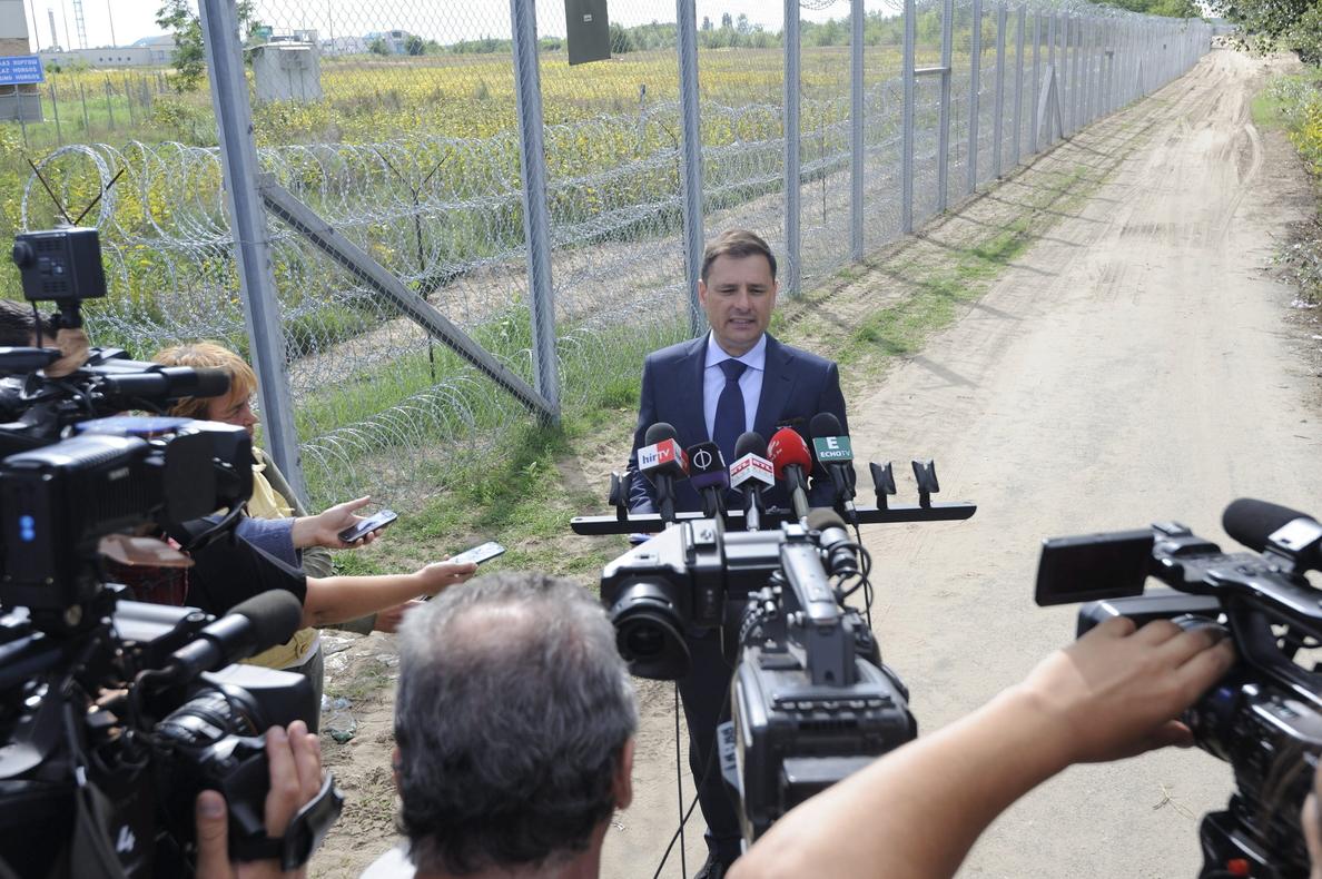 El Gobierno húngaro presenta una ley para encerrar a todos los refugiados