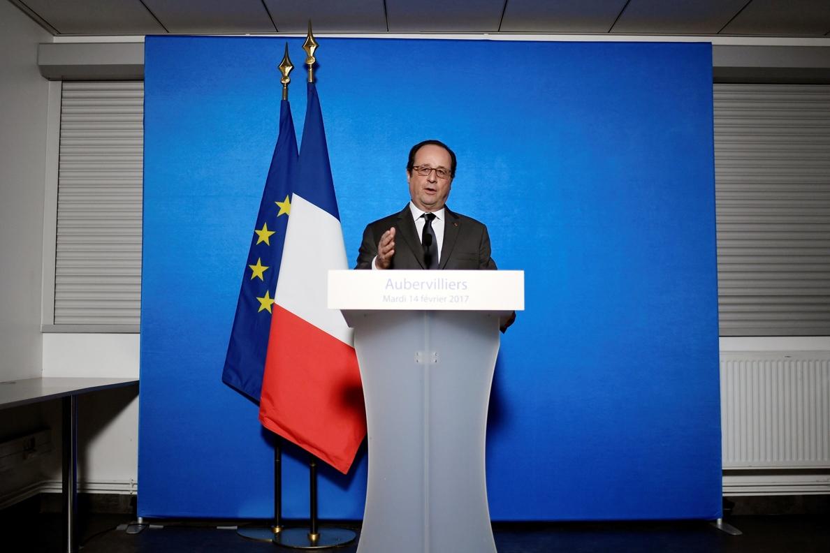 Hollande censura los disturbios en la periferia de París y llama a la calma