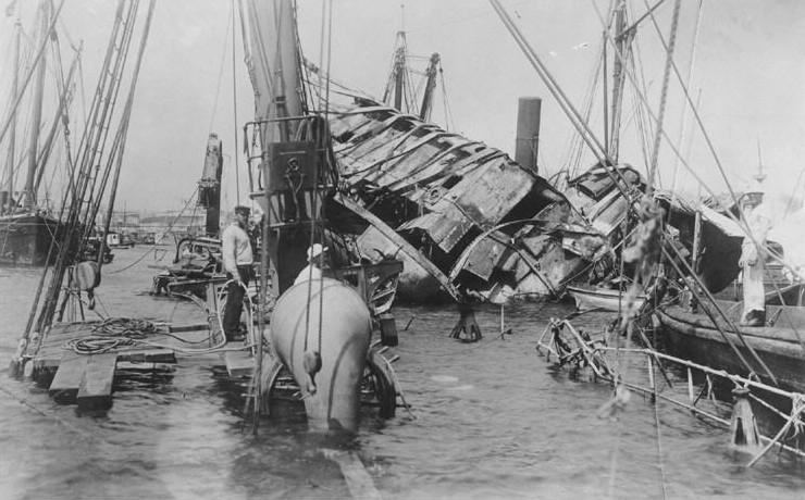 Se hunde el acorazado »Maine», origen de la guerra en la que España perdió Cuba