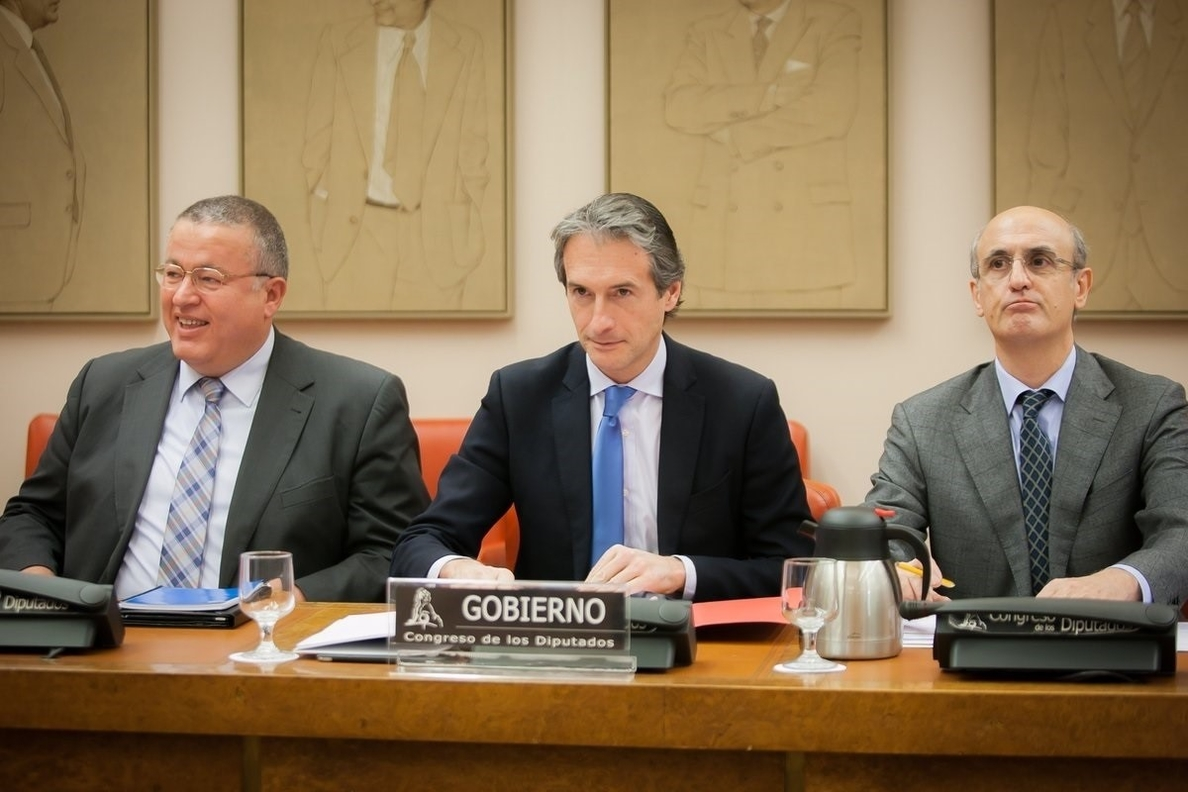 El ministro de Fomento se pone al frente de la negociación con estibadores