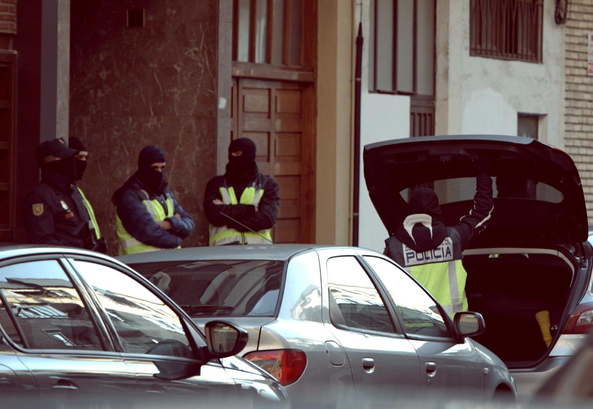 Detienen a un yihadista y a una española que iba a ir a Siria con sus hijos