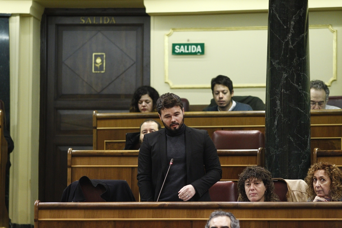 Rajoy, tras escuchar a Rufián en el Congreso: «En política no hay absurdo imposible»