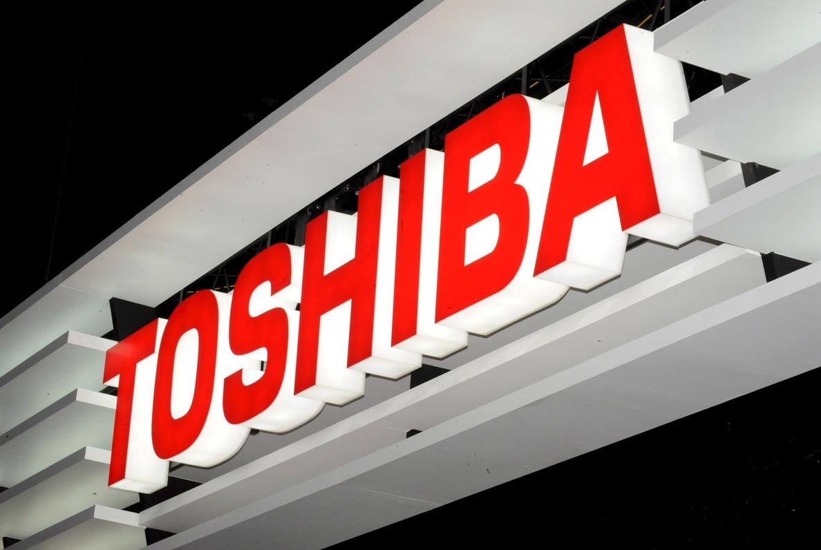 Toshiba se hunde en bolsa por sus pérdidas y la dimisión de su presidente