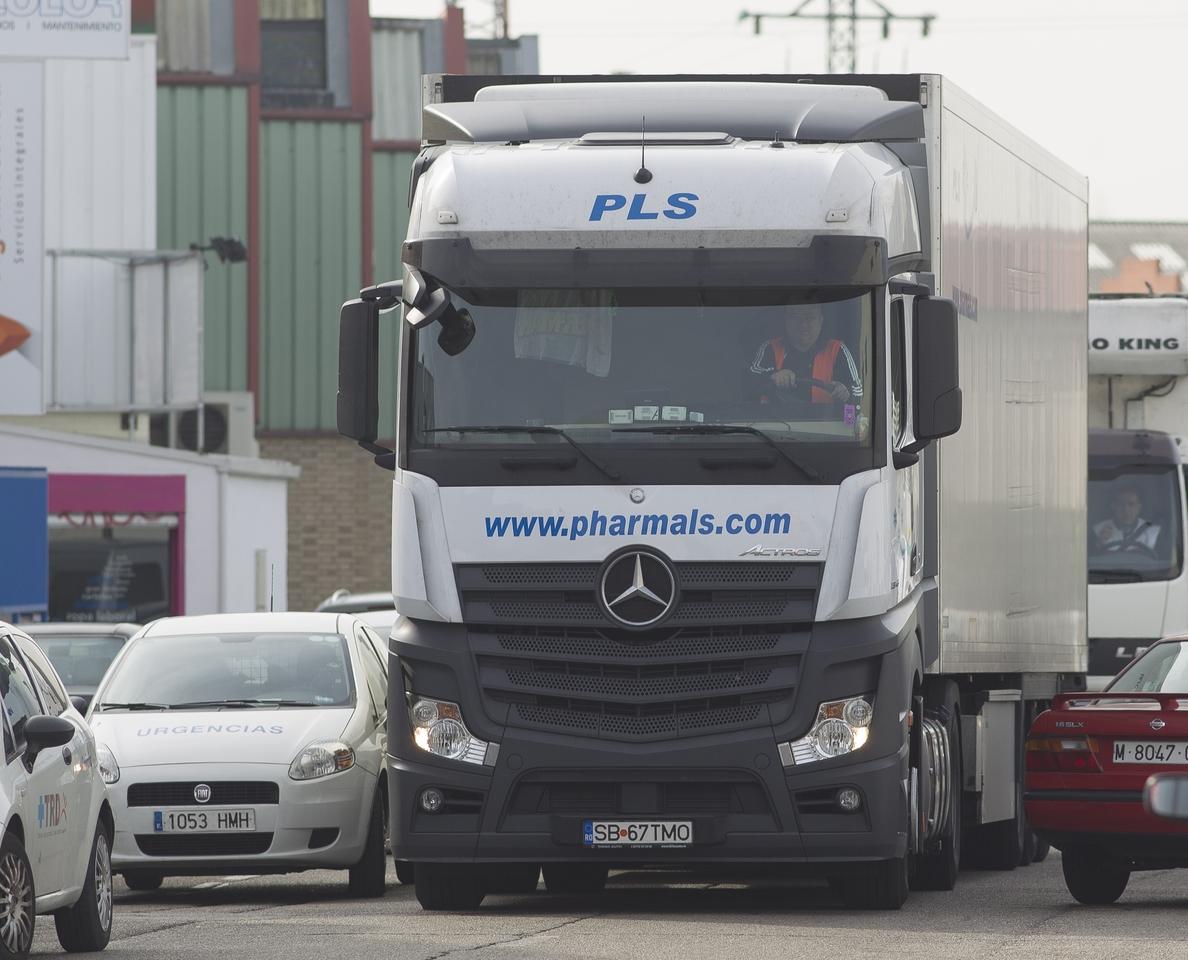 Los camioneros prevén «notables pérdidas» por la huelga en los puertos