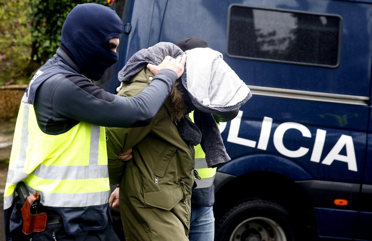 Dos detenidos en Vitoria y Alicante por colaborar con Dáesh