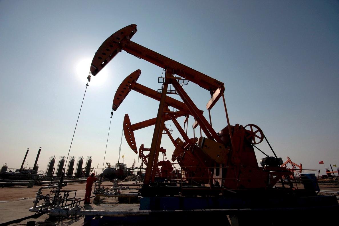 El petróleo de Texas abre con un descenso de 1,27 % hasta los 53,64 dólares