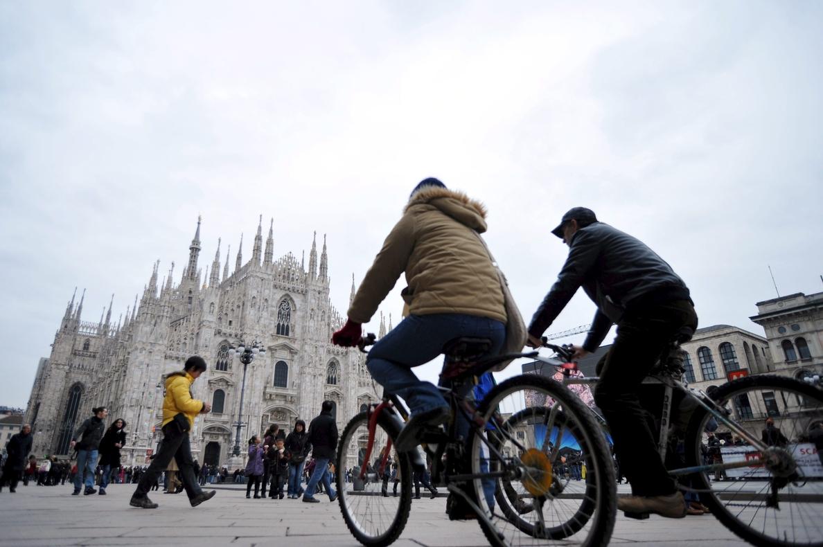 Polémica por la decisión del Ayuntamiento de Milán de arbolar la plaza del Duomo