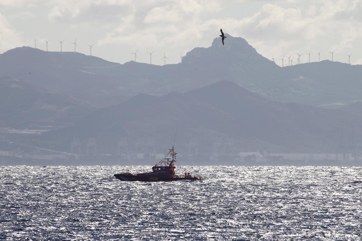 Rescatan a 59 inmigrantes, entre ellos un bebé, a 163 millas de Gran Canaria
