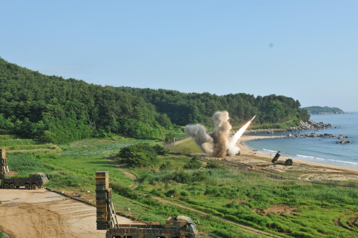 Seúl enseña los dientes ante el misil de Corea del Norte