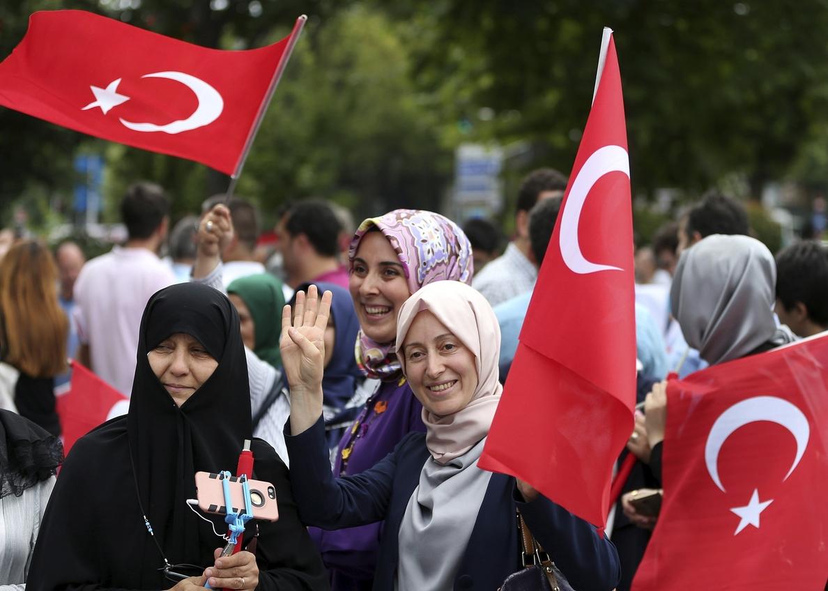 Turquía: mujeres de todo el mundo exigen que se revoque la decisión de retirarse de tratado sobre la violencia de género