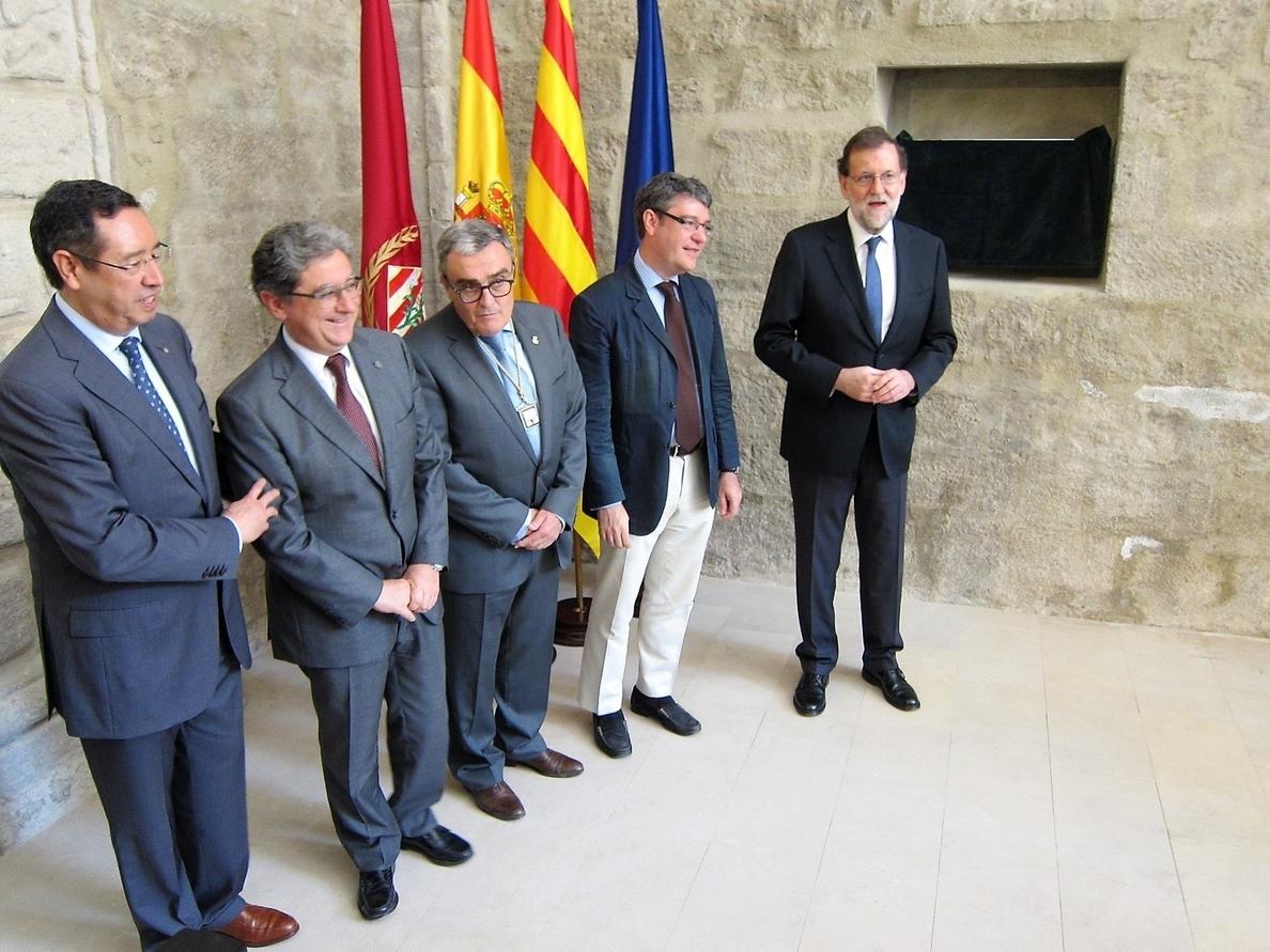 Dos senadores de ERC entregan a Rajoy el documental »Las cloacas de Interior» en su visita a Lleida
