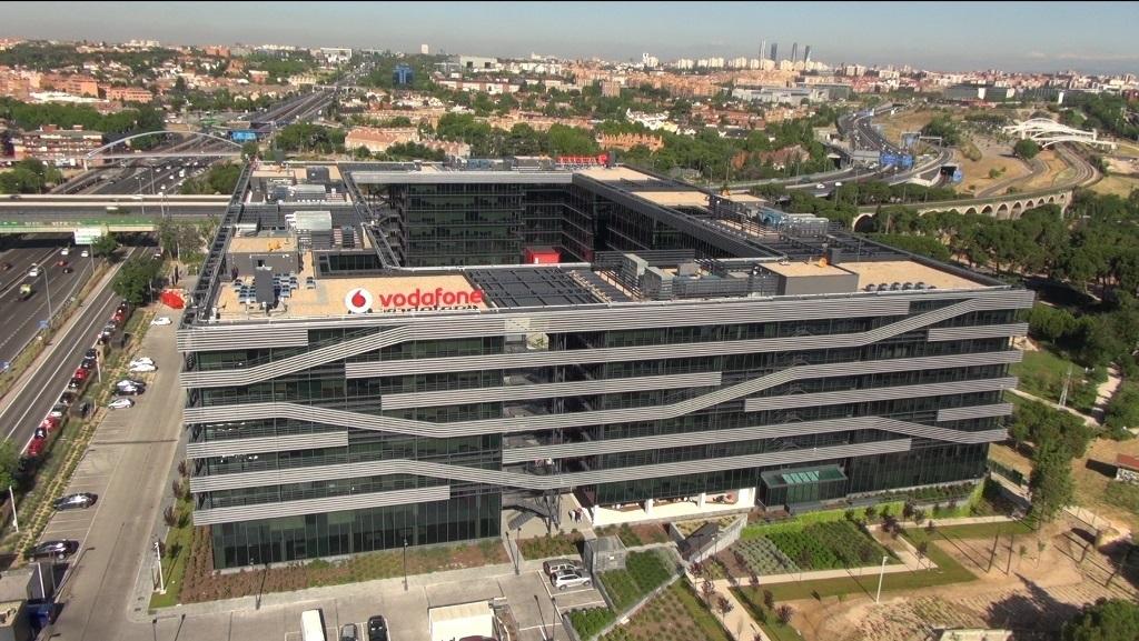 (Ampl.) Vodafone España eleva un 1,6% los ingresos por servicio en su primer trimestre fiscal
