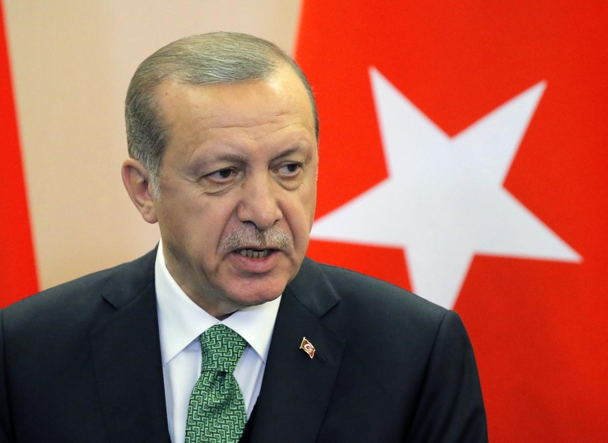 Comienza la purga de Erdogan contra 17 periodistas del diario opositor »Cumhuriyet»