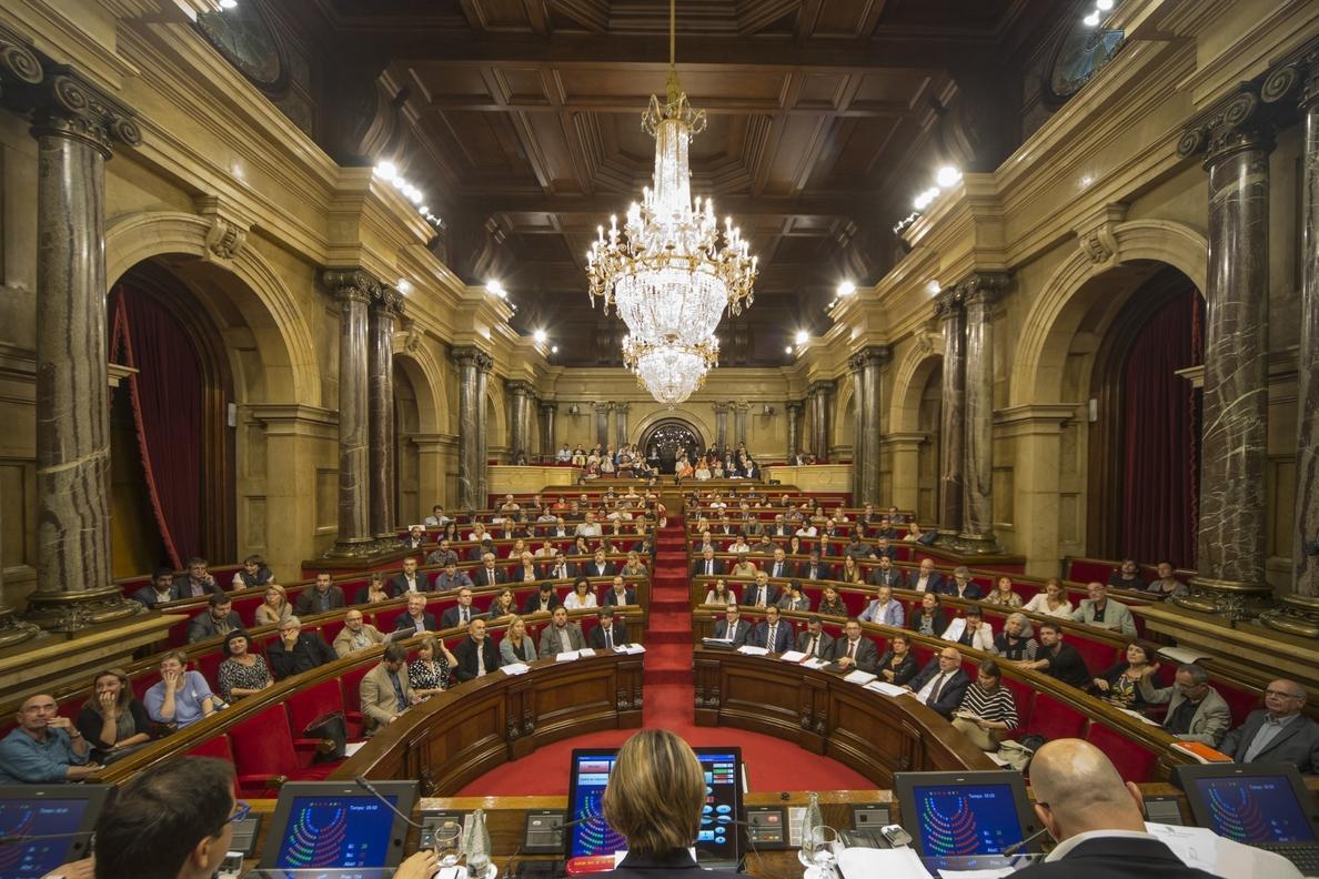 El Parlamento catalán aprobará la vía »exprés» para las leyes de »desconexión» en el último pleno